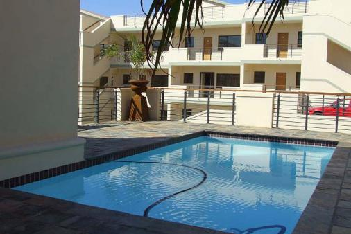 1/8 - View of the complex and swimming pool - Self Catering Apartment Accommodation in Winlkespruit