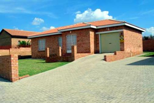 1/8 - Saligna 3 - Self Catering Accommodation in Witbank, Mpumalanga