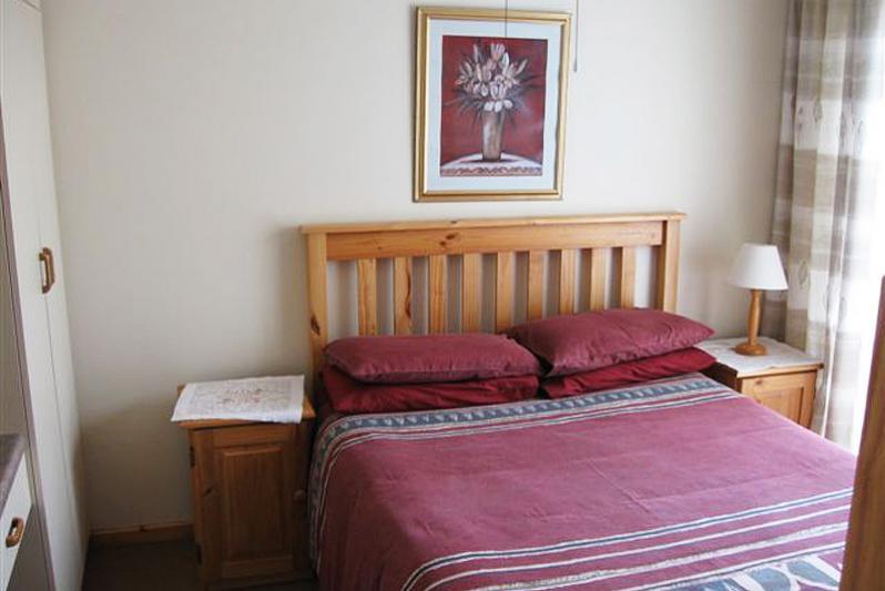 Second bedroom (double bed plus bunk bed.
