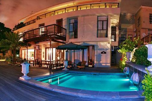 1/12 - Lembali Lodge - Bed & Breakfast Accommodation in Morningside, Durban