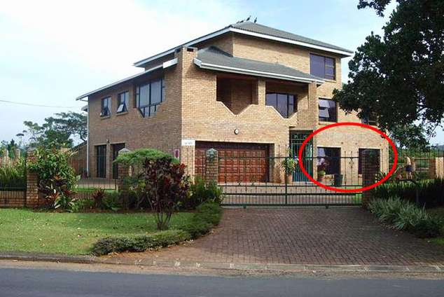 1/9 - Front view - Self Catering Accommodation in Uvongo, South Coast