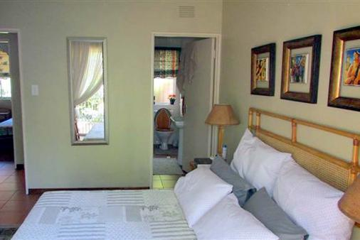 1/15 - Lovely en suite main bedroom with sliding door that leads onto stoep. Secured with trellidor