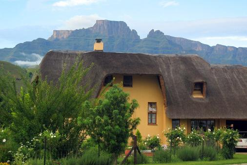 1/8 - Mount Champagne - Self Catering Cottage Accommodation in Central Drakensberg