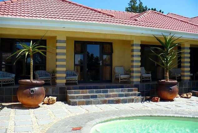 1/8 - Mi Casa Guesthouse - Bed & Breakfast Accommodation in Uitenhage