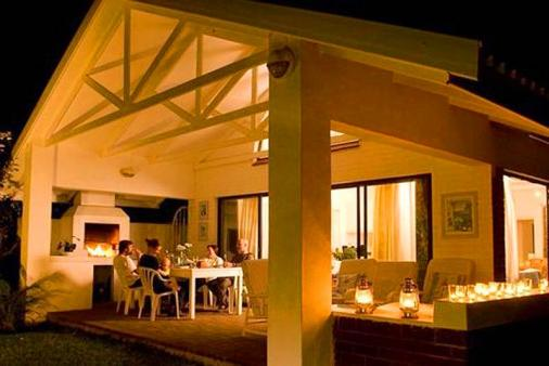 1/8 - The perfect ending to a perfect day....dinner on the front verandah overlooking the sea.