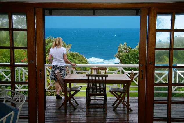 1/12 - Upper Level - Deck - Self Catering Accommodation in Umtentweni, South Coast