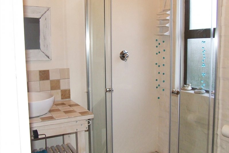 Upstairs bathroom with sea view