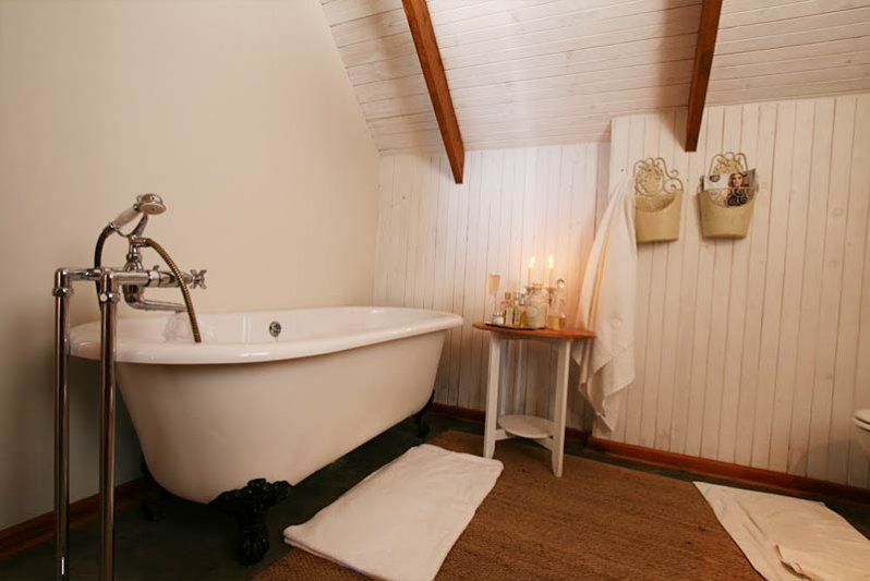 Main bedroom bath area