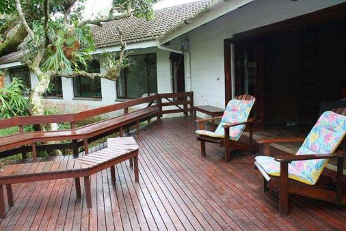 1/10 - Outside deck area- off diningroom - Self Catering Cottage in Leisure Bay