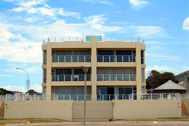 1/12 - Self Catering Apartment Accommodation in Jeffreys Bay