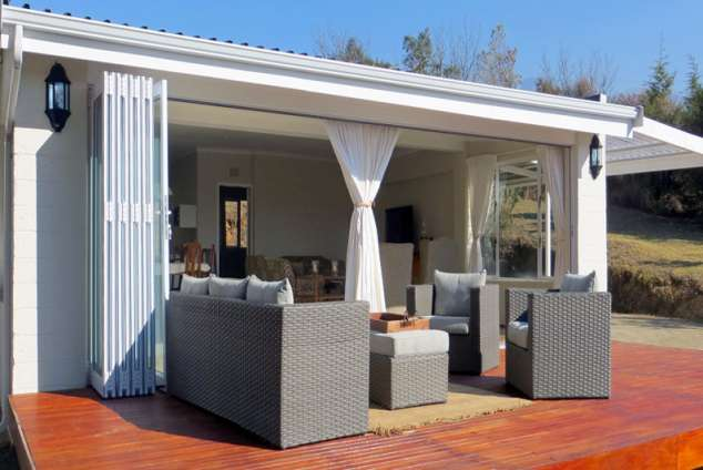 1/14 - The deck area - Self Catering accommodation in Champagne Valley, Central Drakensberg