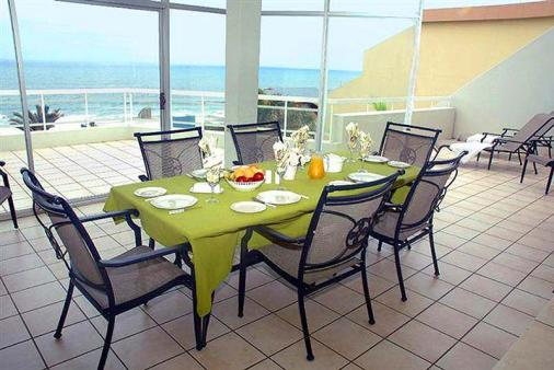 1/12 - Large balcony with spectacular sea view - Self Catering Apartment Accommodation Manaba Beach