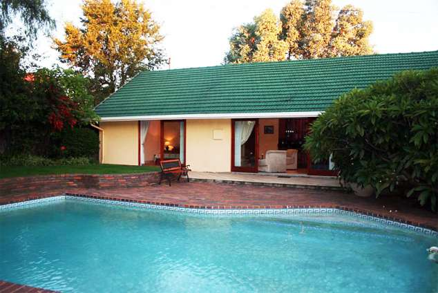 1/8 - Clivia Cottage
