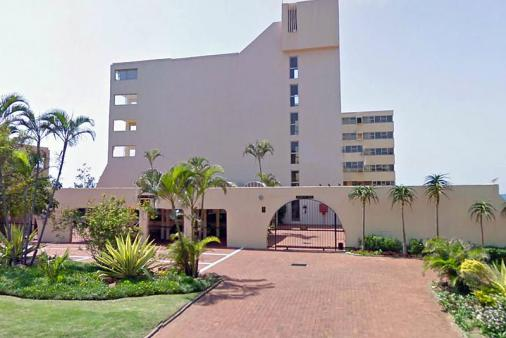 1/19 - Complex (Outside) - Self Catering Beachfront Apartment Accommodation in Umhlanga Rocks
