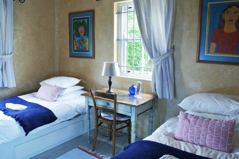 Two single beds bedroom with own bathroom