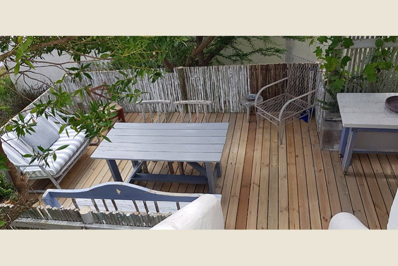 Big enclosed wooden deck, leading directly from the living area. Braai's and dinners.