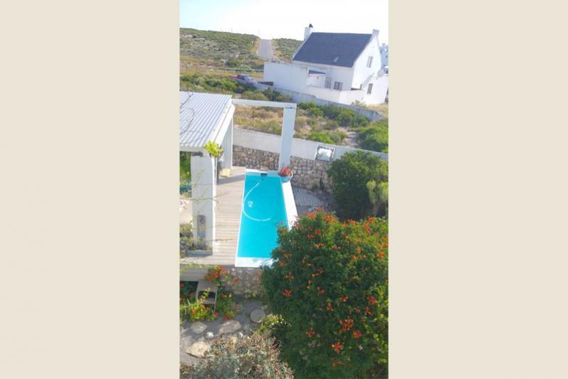 Private pool on deck of braai area