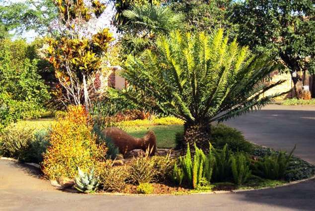 1/8 - Attractive garden setting - Frodsham House, Self Catering Accommodation in Hillcrest