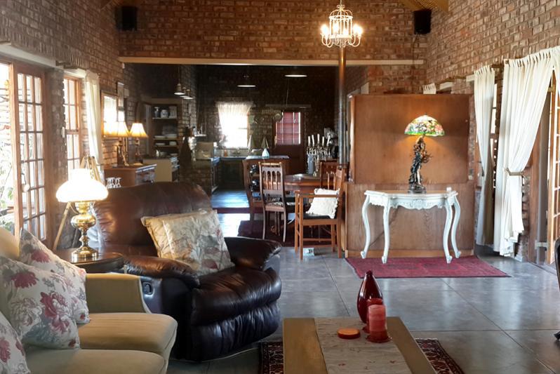 Open plan lounge Karoo View House