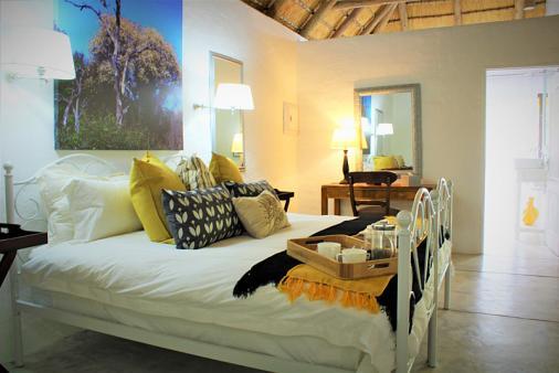 1/57 - Shikwari Suites TGCSA 4 Star Graded - Knobthorn Bedroom with Pvt Bathroom