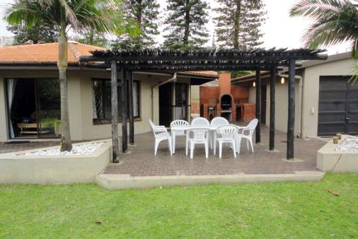 1/12 - Oppi-C Holiday Home - Self Catering House accommodation in Ballito