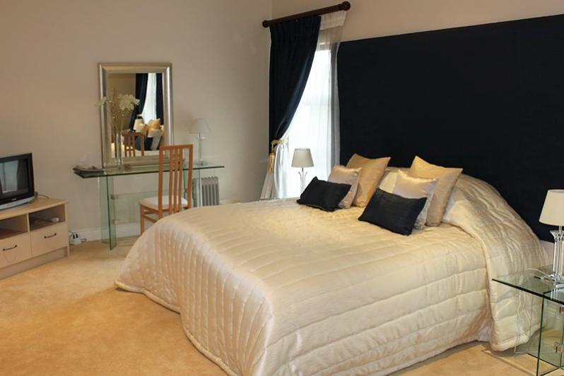 Room 3 king bedroom with full bathroom en suite