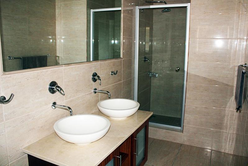 Master bathroom-en-suite