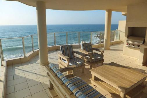 1/12 - Patio with gas braai - Self Catering Apartment Accommodation in Margate