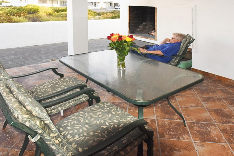 6 seater patio table and chairts and braai