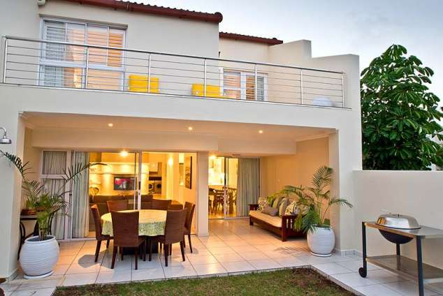 1/12 - An outside view of the apartment - Self Catering Apartment Accommodation in Umhlanga Rocks