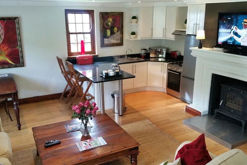 Rose Cottage - open-plan kitchen