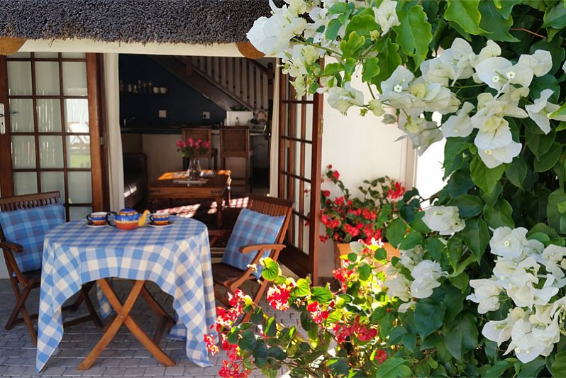 Pool Cottage - private entrance