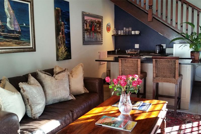 Pool Cottage - open-plan lounge & kitchen