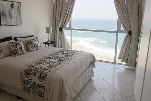 1/8 - Main bedroom with full sea view
