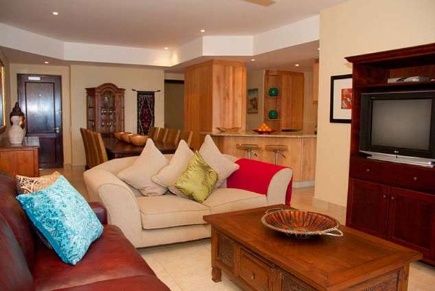 1/12 - Open plan living area - Shelly Beach Self Catering Accommodation