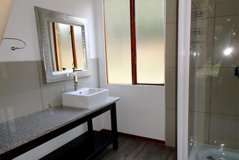 luxury riverfront Tent Bathroom