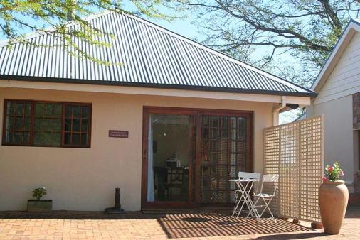 1/8 - Main Cottage - Self Catering Cottage Accommodation in Everton, Kloof