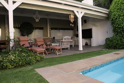 1/9 - Outdoor pool area