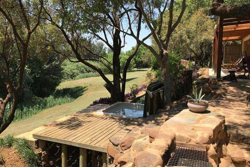 River cottage/ braai & splash pool area