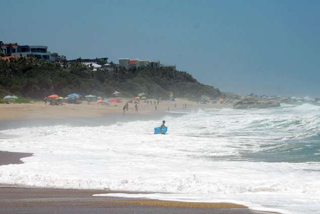 1/15 - The beach 500m away offers great surfing