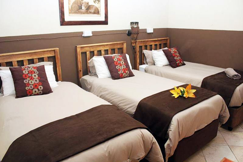 rooms in guesthouse with 3 single beds