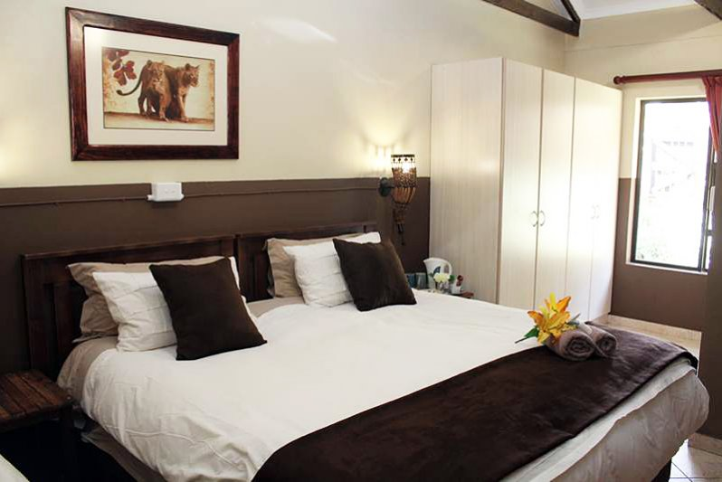 rooms in guesthouse with king and single bed