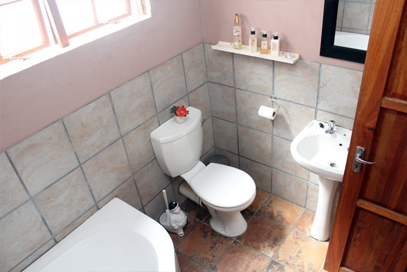 bathroom with bath of the cottage for 6