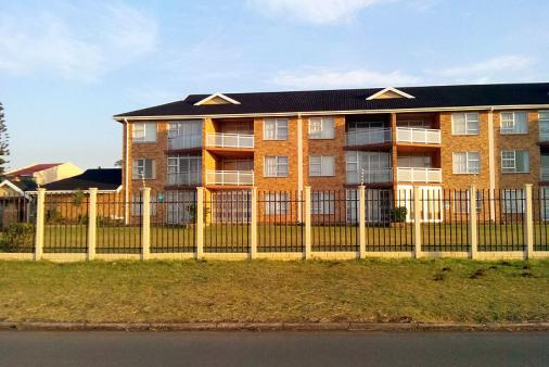 1/10 - top floor - Self Catering Apartment Accommodation in Uvongo, South Coast