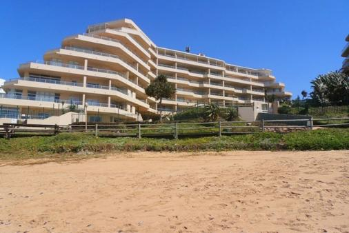 1/8 - Front view of building - Self Catering Apartment Accommodation in Ballito - G09 Les Mouettes