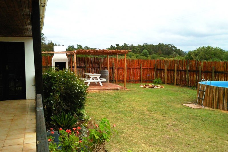 Protea Cottage bbq, garden and splashpool