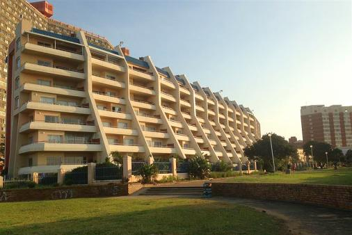 1/15 - View of L'Escalier Cabanas from the beach - Self Catering Apartment in Amanzimtoti