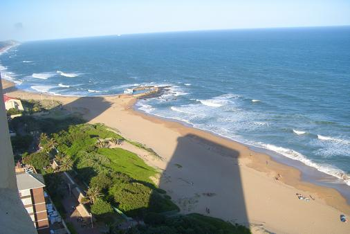 1/16 - Self catering apartment accommodation in Amanzimtoti - Amanzi 2204