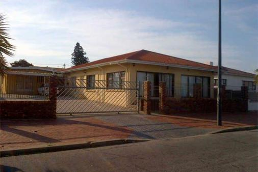 1/19 - Self catering accommodation in Sydenham