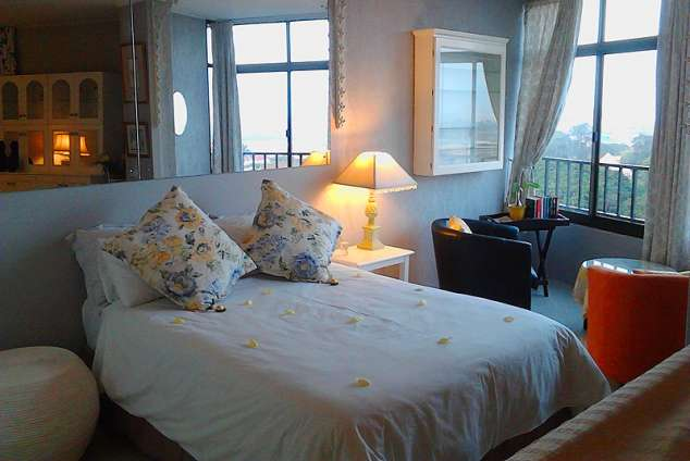 1/8 - Double Bed with View - Mabhida View, Self Catering Apartment Accommodation in Morningside